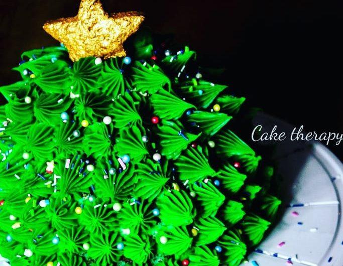 Tort piernikowy z kremem cynamonowym i powidłami