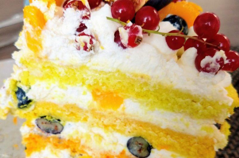 Owocowy tort ombre z bitą smietaną i mascarpone